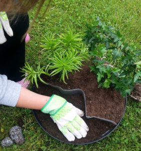 Best Touchscreen Gloves for Gardening and Landscaping